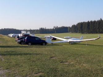 Gut verpackt - Einige Flugzeuge wurden mit Bezügen verhüllt über Nacht stehen gelassen